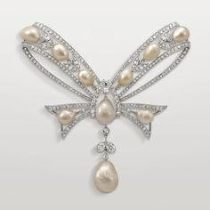 This corsage, created by Joseph Chaumet in 1922, reminds us of the maison's history of making bow-shaped jewels. Tie a bow with Chaumet's fashion and luxury new Insolence jewellery collection, combining yellow and white gold with diamonds in an oh so chic French way: http://www.thejewelleryeditor.com/jewellery/article/chaumet-insolence-jewellery-collection/ #jewelry