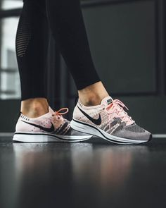 save off b0122 08bf6 nike-flyknit-trainer-sunset-tint-woman