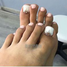 42 ideas wedding pedicure ideas toenails simple for 2019 Pretty Toe Nails, Cute Toe Nails, Toe Nail Art, Wedding Toe Nails, Wedding Toes, Wedding Pedicure, Pedicure Designs, Toe Nail Designs, Pedicure Ideas
