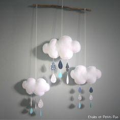 Mobile décoratif nuage et gouttes de pluie gris bleu #etoilesetpetitspois #mobilenuage #chambre douillettes Felt Garland, Baby Kit, Baby Supplies, Baby Shop, Kids Furniture, Girls Bedroom, Diy For Kids, Decoration, Diy And Crafts