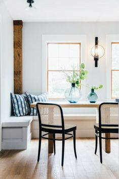 Home Interior Design Breakfast nook.Home Interior Design Breakfast nook Dining Nook, Dining Room Walls, Dining Chairs, Room Chairs, Living Room, Black Dining Bench, White Bench, Bentwood Chairs, Small Dining