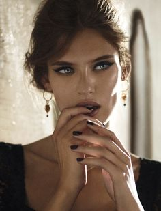Ad Campaign: Dolce & Gabbana JewelrySeason: Fall Winter 2011.12Model: Bianca Balti |IMG|Photographer: Giampaolo SguraWebsite: www.dolcegabbana.com