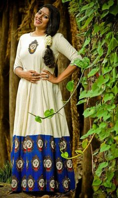 actress anu look gorgeous in white cotton kalamkari anarkali Kalamkari Designs, Kurta Designs, Blouse Designs, Kalamkari Kurta, Kalamkari Dresses, Churidar, Ethnic Fashion, Indian Fashion, Indian Dresses