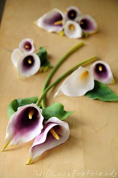 How To Make Gumpaste Calla Lilies – wedding cake, here I come! | Will Cook For Friends