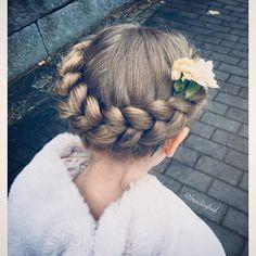 """Heli sanoo Instagramissa: """"#kruunuletti neilikalla 👌😍 ~ #crownbraid with a carnation 👌😍 . . . #braidinghair #braidideas #braidingbad #instabraids #lettikampaus…"""""""