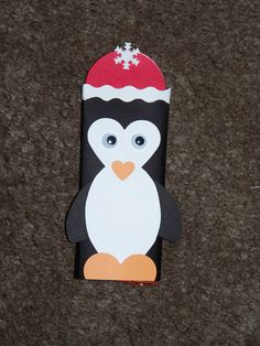 Toiler paper roll craft: Christmas Candy Bar Wrappers or silverware holder, etc. Christmas Wrapper, Christmas Candy Bar, Kids Christmas, Christmas Favors, Holiday Candy, Holiday Fun, Holiday Ideas, Chocolate Bar Wrappers, Candy Bar Wrappers