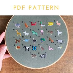 hand embroidery stitches tutorial step by step Hand Embroidery Patterns Free, Hand Embroidery Projects, Embroidery Flowers Pattern, Hand Work Embroidery, Simple Embroidery, Hand Embroidery Stitches, Embroidery Hoop Art, Embroidery Ideas, Embroidery Alphabet