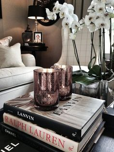 6 Luxury Interior Design Tips That Can Fit Any Project Coffee Table Styling, Coffee Table Books, Decorating Coffee Tables, Decor Room, Living Room Decor, Home Decor, Luxury Interior Design, Table Decorations, Sweet
