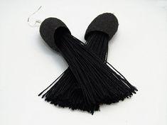 Pendientes de seda y flecos en color negro.: Amazon.es: Handmade Color Negra, Tassel Necklace, Tassels, Fashion, Dyed Silk, Bangs, Earrings, Black, Colors