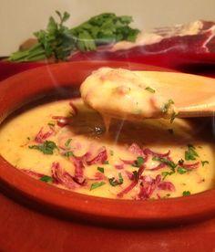 Creme de mandioca com carne seca é de comer e raspar a cumbuca!