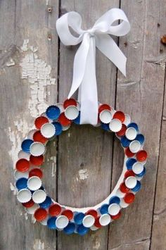 Our family attic.: Red - White - Blue of July Bottle Cap Wreath - recycle,. Our family attic.: Red - White - Blue of July Bottle Cap Wreath - recycle, reuse, repurpose Patriotic Wreath, Patriotic Crafts, July Crafts, 4th Of July Wreath, Holiday Crafts, 4. Juli Party, 4th Of July Party, Fourth Of July, Bottle Cap Art