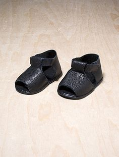 Earth-friendly Baby Sandals hand-sewn in Italy with the Softest Vegetable-dyed leather and no glue. $64.00 Hand-made in Italy by GIGI & ZAZA.