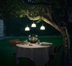 Dinner for two under the sunlight. #evasolo #lighting #night  Find out: https://pt.pinterest.com/pin/262475484512875880/