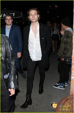 luke hemmings single michael crystal tao night out 04