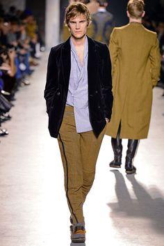 https://www.vogue.com/fashion-shows/fall-2013-menswear/dries-van-noten/slideshow/collection#32