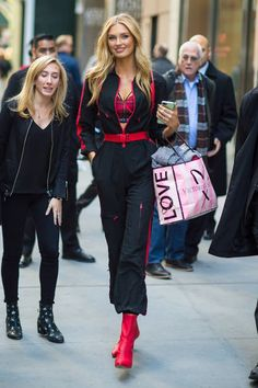 Romee Strijd is seen in Midtown on November 28 2017 in New York City Sporty Outfits, Cute Outfits, Fashion Outfits, Top Models, Estilo Street, Jessica Parker, Oufits Casual, Victoria's Secret, Model Street Style