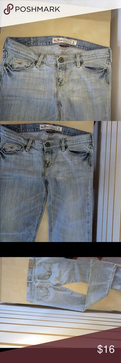 NWOT Hollister 1S boot cut and flare jeans Medium blue five pocket jeans Hollister Pants Boot Cut & Flare