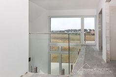 Realizacja projektu domu HomeKONCEPT 2 #projektdomu #domnowoczesny #homekoncept #domzantresolą #domzpiętrem #domzpoddaszem #design #architektura #betonnaelewacji #dużeprzeszklenie Teak, Windows, Ramen, Window