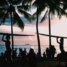 Imagem de beach, summer, and surf Summer Dream, Summer Beach, Summer Vibes, Summer Sunset, Sunset Surf, Vans Surf, Tumblr Ocean, Surfboard, Photo Voyage
