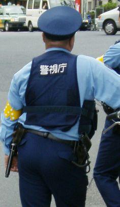 若手警察官の可愛いお尻