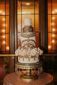 #WOW Gold Art Deco wedding cake - The detail is amazing!