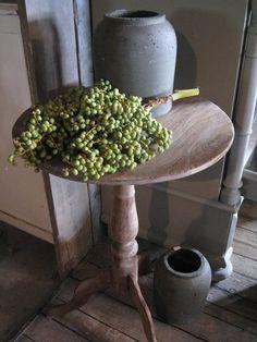 Rond wijntafeltje van antiek teakhout - nouveauvivre Old Tables, Old Crocks, Belgian Style, Prim Christmas, Nature Decor, Country Style, Design Art, Tattoo Quotes, Pottery