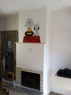 Charlie & Snoopy, disegno acrilico realizzato nella parte superiore del camino.
