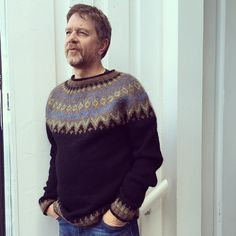 Ravelry: Project Gallery for Riddari pattern by Védís Jónsdóttir Sweaters Knitted, Men's Sweaters, Knitting Ideas, Knitting Patterns, Icelandic Sweaters, Pullover, Scarfs, Wales, Ravelry