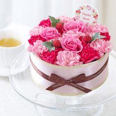 ケーキのような生花フラワーアレンジメント。【生花フラワーパティシエ「ガトーフルール」】