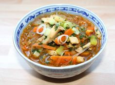 Kínai csirkeleves recept Clean Recipes, Healthy Recipes, Sweet And Salty, Wok, Soups And Stews, Thai Red Curry, Main Dishes, Food And Drink, Appetizers