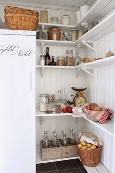 Cottages at Swan Meadow: Dining room Kitchen Shelves, Kitchen Pantry, Kitchen Dining, Dining Room, Kitchen Stories, Cabin Interiors, Shabby Chic Kitchen, Walk In Pantry, Küchen Design