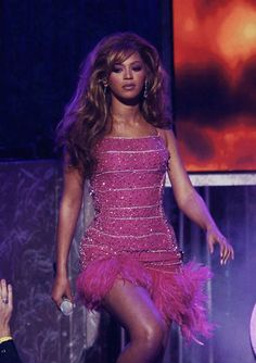 Cellulite, 2000s Fashion, Fashion Outfits, Beyonce Performance, Queen Bee Beyonce, Beyonce Pictures, Beyonce Style, Black Girl Aesthetic, Beyonce Knowles
