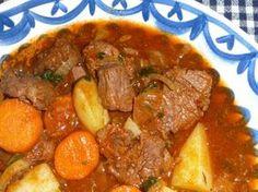 De Irish Stew is een gerecht dat je in de meeste pubs in Ierland wel op de kaart…