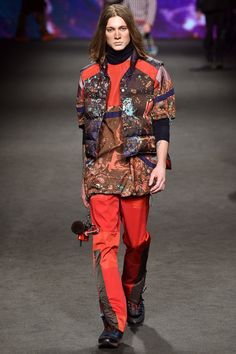 See the complete Etro Fall 2017 Menswear collection.