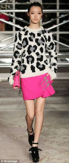 Moschino Cheap and Chic show punk chic collection of puffball dresses, high collared blouses and bejewelled skirt suits at London Fashion Week for Spring Summer Fashion, Autumn Winter Fashion, Fall Winter, Hot Pink Skirt, High Collar Blouse, Punk Chic, Hand Knitted Sweaters, Knitwear Fashion, Pull