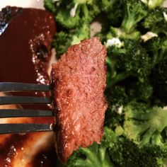"""Steak with steamed broccoli was for dinner today..  yummy!! I know most people hate when others cook the meat so much that its almost burnt.. But thats the only way i like my steak.. Well done!! Any """"juice"""" and i swear i feel like i can hear the cow goin """"moooo"""" in my head..  i use to be vegetarian.. And have been slowly getting back into eating meat again..  #keto #ketoeats #lowcarb #lowcarbs #ketosis #ketogenic #ketodiet #atkins #pcos #pcosweightloss #ketofriendly #meat #weightloss…"""