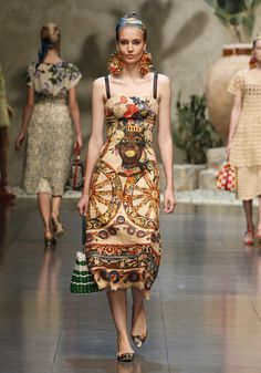 Dolce & Gabbana Women Fashion Show Gallery – Spring Summer 2013 Collection - The photos of Dolce & Gabbana Woman Fashion Show Spring Summer 2013 inspired by the most profound Sicilian Tradition:prints with the puppets of Sicilian street theaters, typical local barrows and the Caltagirone head-shaped ceramic vases and dishes. #idemtiko es @kennymilano