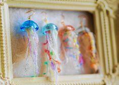 ハンドメイドマーケット+minne(ミンネ) +キャンディみたいなくらげのピアス(イヤリング) Minne, Wind Chimes, Diy Jewelry, Resin, Drop Earrings, Outdoor Decor, How To Make, Crafts, Accessories