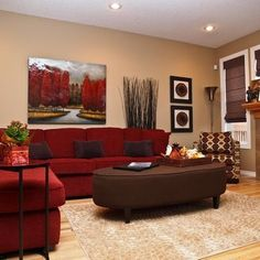 Red Sectional in living room. Different color scheme though!                                                                                                                                                      Más