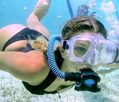 Underwater Pictures, Underwater Art, Underwater Photography, Gas Mask Girl, Scuba Diving Mask, Girl In Water, Scuba Girl, Snorkelling, Art Poses