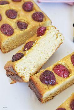 Jeżeli smakowało Wam ciasto z ciecierzycy PRZEPIS to i to będzie Wam smakowało. Zrobiłam je analogicznie, zamieniając ciecierzycę na białą ...