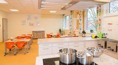 #Kindergarten #Kinderhort #Essraum #Speiseraum #Küche Kindergarten, Table, Furniture, Home Decor, Daycare Room Design, Dormitory, School, Preschool, Interior Design