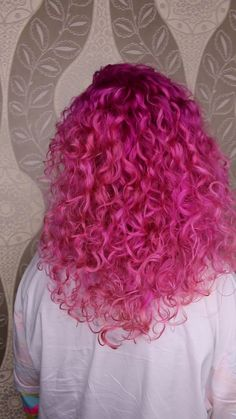 Great Photo Natural Curly Hair pink Concepts It's actually a universal realit. - Great Photo Natural Curly Hair pink Concepts It's actually a universal realit…, - Ombre Pastel Hair, Bob Pastel, Grunge Pastel, Bright Pink Hair, Hair Color Purple, Hair Dye Colors, Curly Pink Hair, Dyed Blonde Hair, Colored Curly Hair