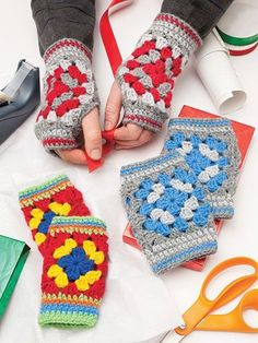 Crochet fingerless gloves mittens using granny squares ༺✿ƬⱤღ✿༻ christmas crafts free patterns Crochet Christmas Tree Skirts, Afghans and More with Granny Square Crochet Patterns Mode Crochet, Bag Crochet, Crochet Gloves, Crochet Gifts, Crochet Books, Crochet Cushions, Crochet Fingerless Gloves Free Pattern, Crochet Hand Warmers, Crochet Tree