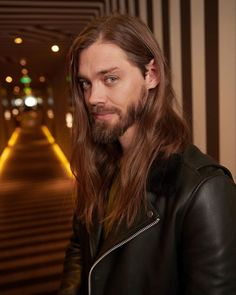 Tom Payne fanpage's Instagram photo Tom Payne, Amc Walking Dead, Fear The Walking Dead, Beautiful Boys, Gorgeous Men, Ross Marquand, Tom Tom Club, Patchy Beard, Abraham Ford