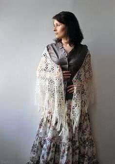 Ivory crochet lace shawl / feminine bridal shawl / romantic bride wedding wrap / flower lace wrap / off white / gift for her