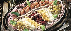 Venäläinen sillivati Russian Recipes, World Recipes, Cobb Salad, Kala, Food And Drink, Cooking, Ukraine, Foods, Kitchen