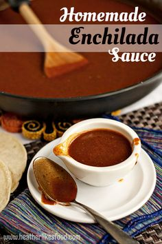 This enchilada sauce is so incredibly easy to make and it tastes infinitely better than the zippy-tinny sauce you can buy at the store. Chicken Enchilada Skillet, Homemade Enchilada Sauce, Homemade Enchiladas, Homemade Sauce, Homemade Tamales, Mexican Enchiladas, Semi Homemade, Chicken Enchiladas, Pesto