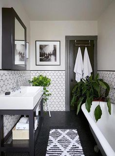 Trendy Bathroom Themes Black And White Vintage Bathroom Decor, Vintage Bathrooms, Grey Bathrooms, Modern Bathroom Design, Bathroom Interior Design, Master Bathroom, Bathroom Black, Vintage Tile, Bathroom Small