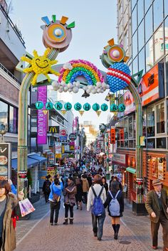 """Takeshita Street ( 竹下通り ), Harajuku ( 原宿 ), Shibuya ( 渋谷 ), Tokyo ( 東京 ), Japan ( 日本 )"" Tokyo is deffinitely a unique place to visit! Takeshita Street, Japon Tokyo, Shibuya Tokyo, Go To Japan, Visit Japan, Japan Trip, Tokyo Trip, Buddha Tempel, Landscape Photography"